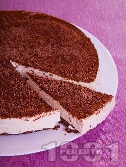 Шоколадова чийзкейк торта с крема сирене, заквасена сметана, желатин. шоколад и какао (с печене) - снимка на рецептата